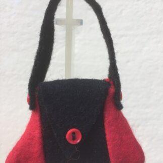 Tasje zwart-rood knoopje